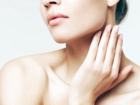 процедура по омоложению кожи шеи