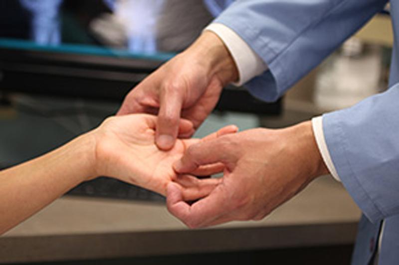 операции по исправлению дефектов кистей рук