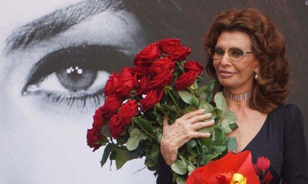 Софи Лорен и цветы