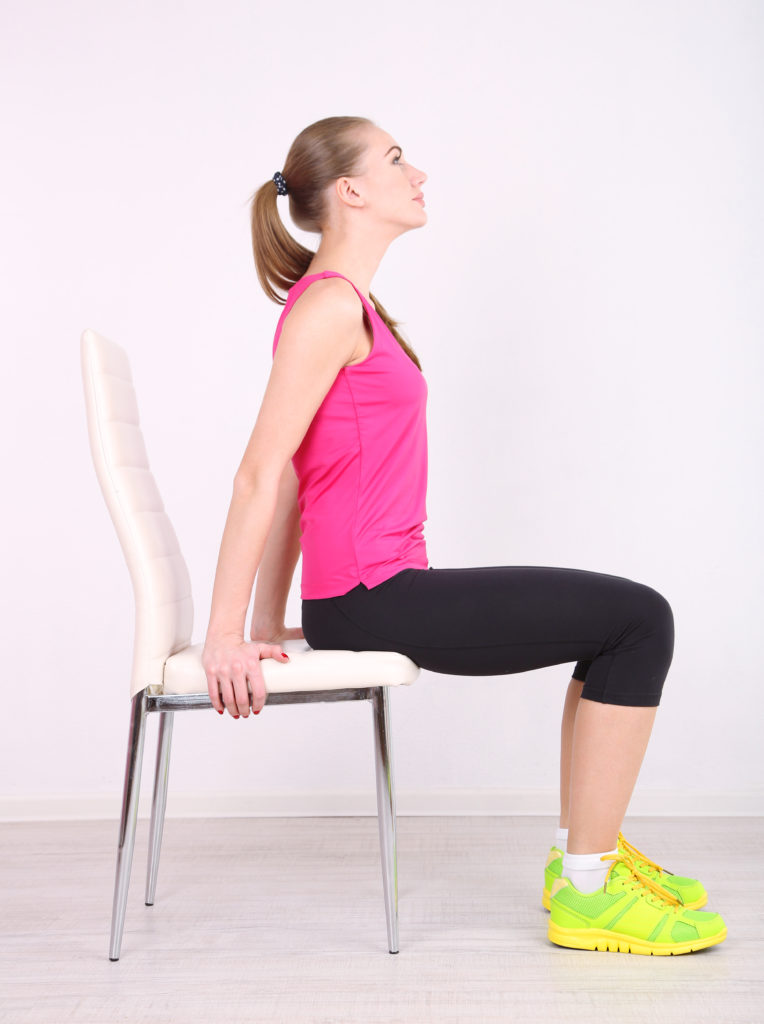 упражнения на стуле для пресса